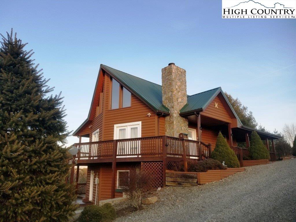 Beautiful Log Cabin in Gated Community !