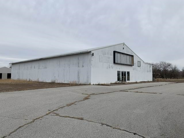 Commercial Building For Sale on State Hwy 54
