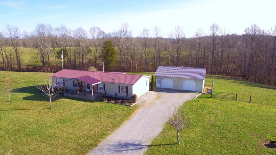FARM-4 BED HOME-GARAGE-BARN-POND-PASTURE-FENCE-LIBERTY, KY.
