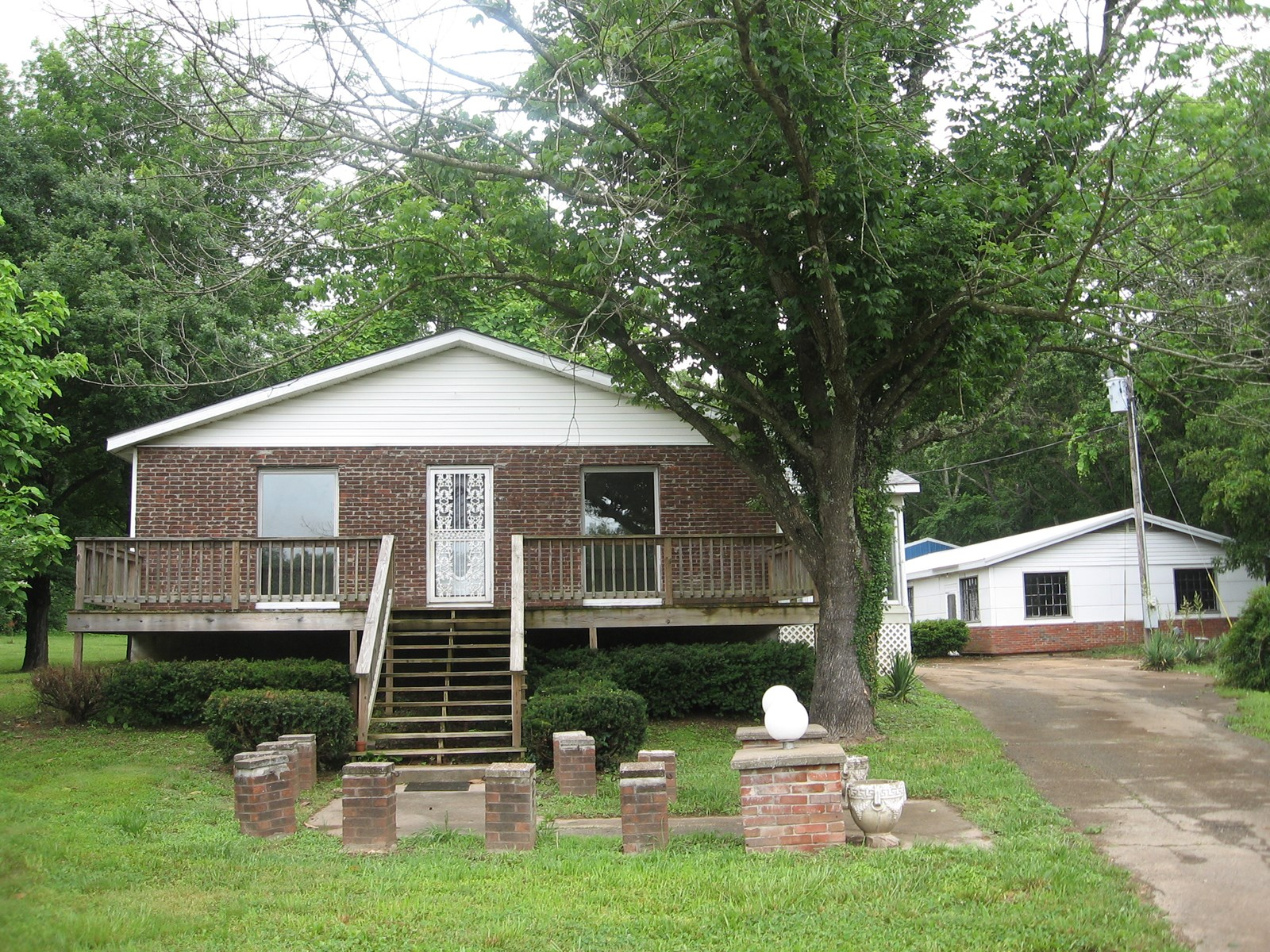 2-BR, 1-BA ON 9 ACRES W/CREEK