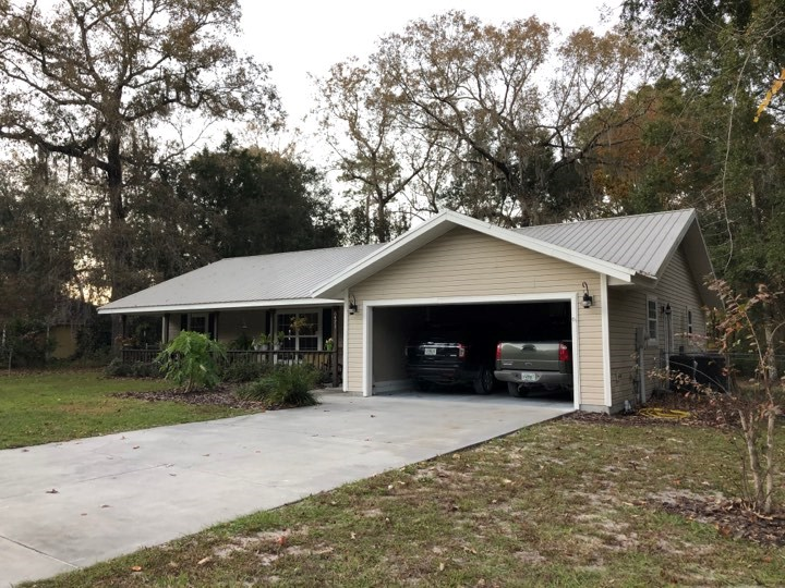 2/2 HOME IN FANNING SPRINGS, FL!  QUIET COUNTRY SETTING!