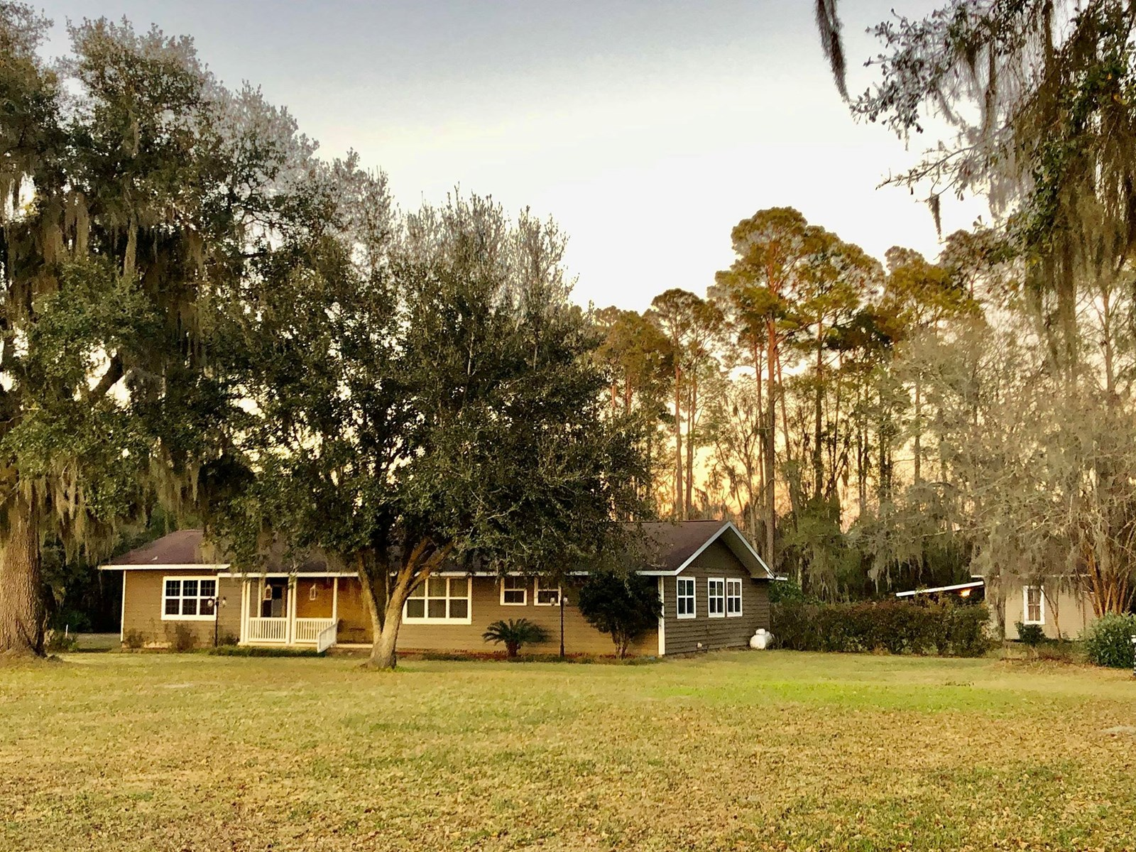 CHARMING 3/2 Home on 1.5 Acres in Jasper, FL!