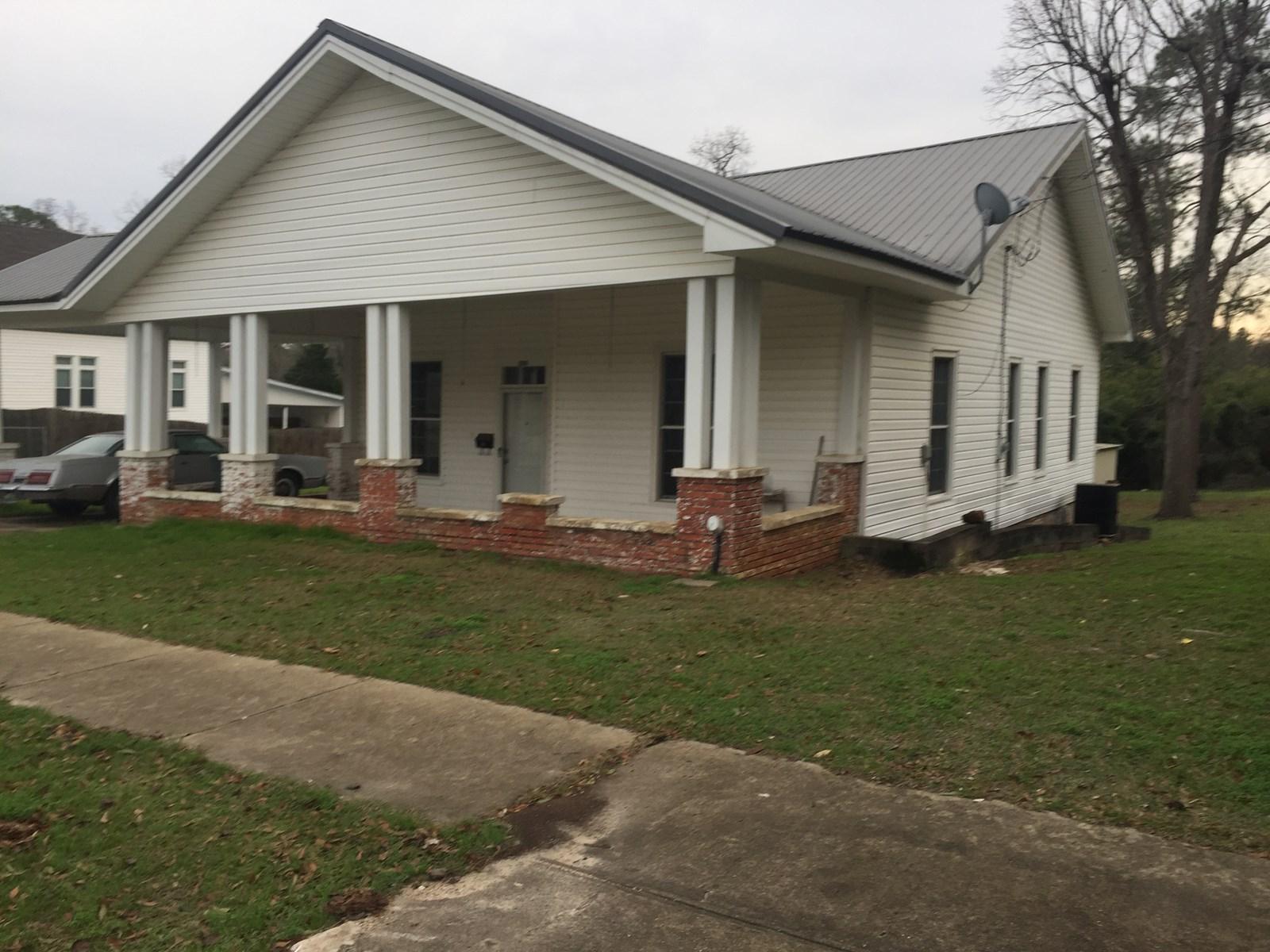 Nice 3 bedroom, 1 bath home in Luverne, Alabama.