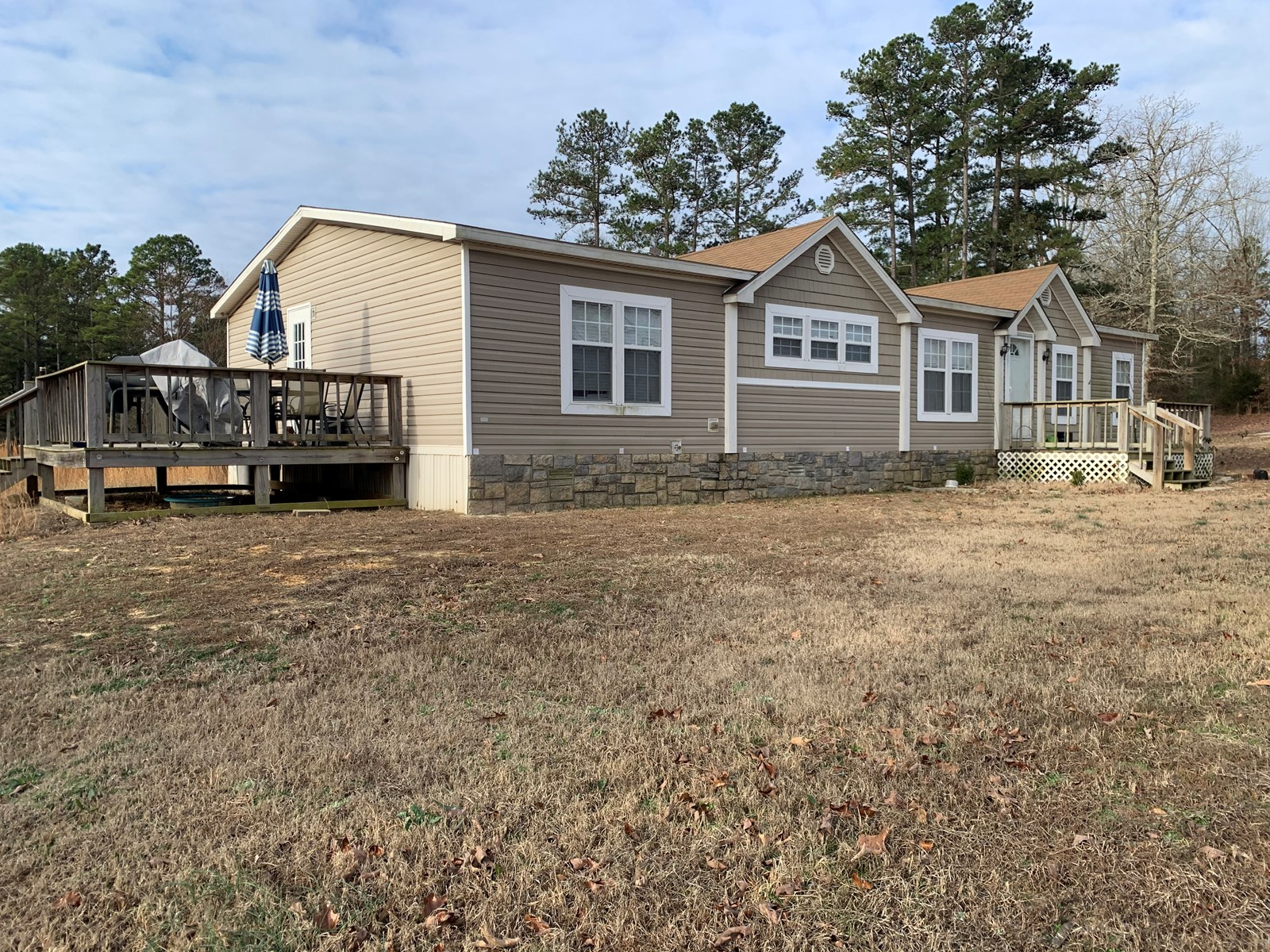 HOME FOR SALE WITH ACREAGE IN MELBOURNE, ARKANSAS