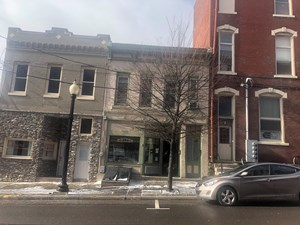 BARNESVILLE, OH STORE FRONT WITH APT UPSTAIRS