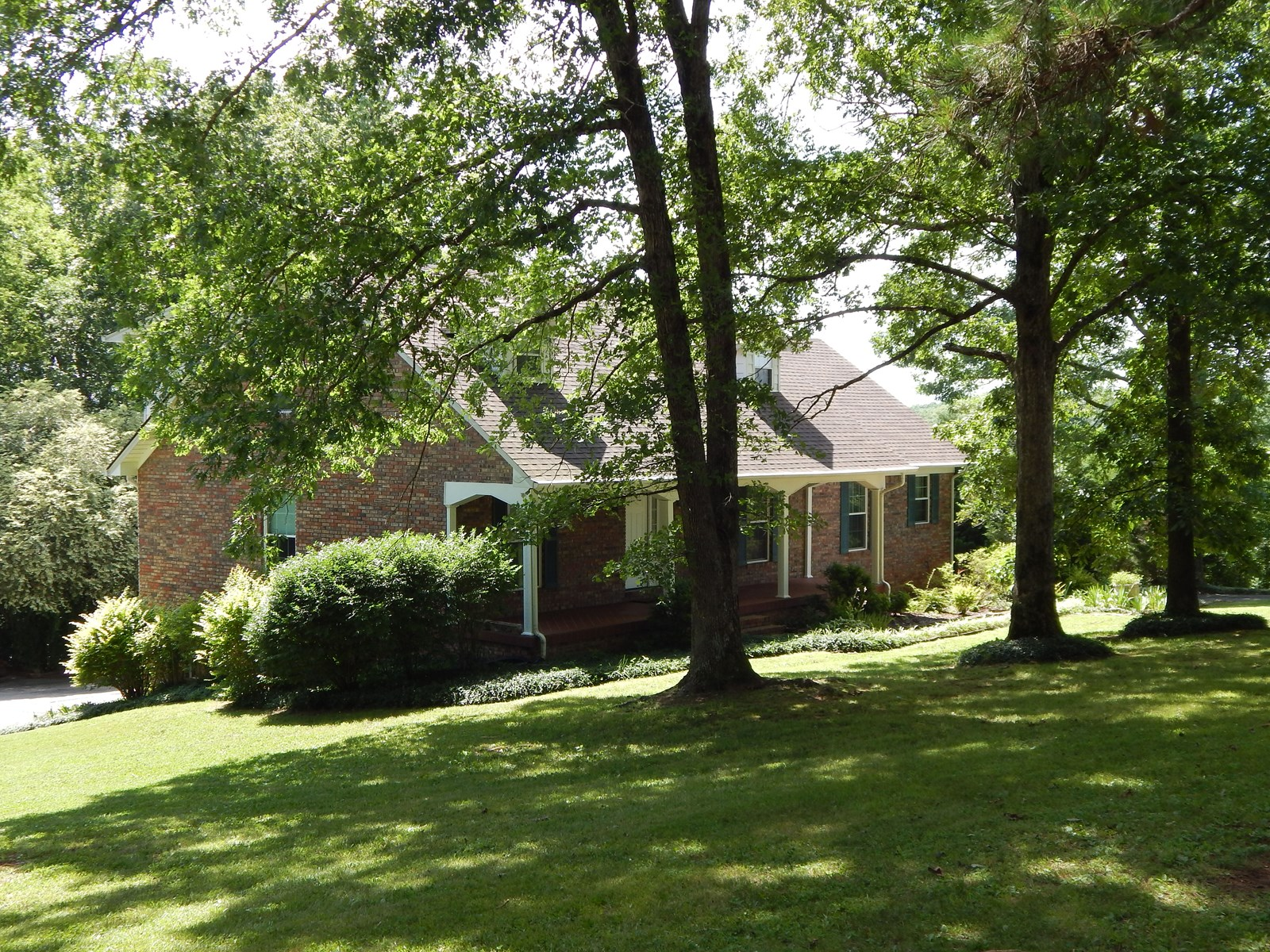TENNESSEE HOME FOR SALE, 3 BED, 2.5 BATH ON 1.46 ACRES!!