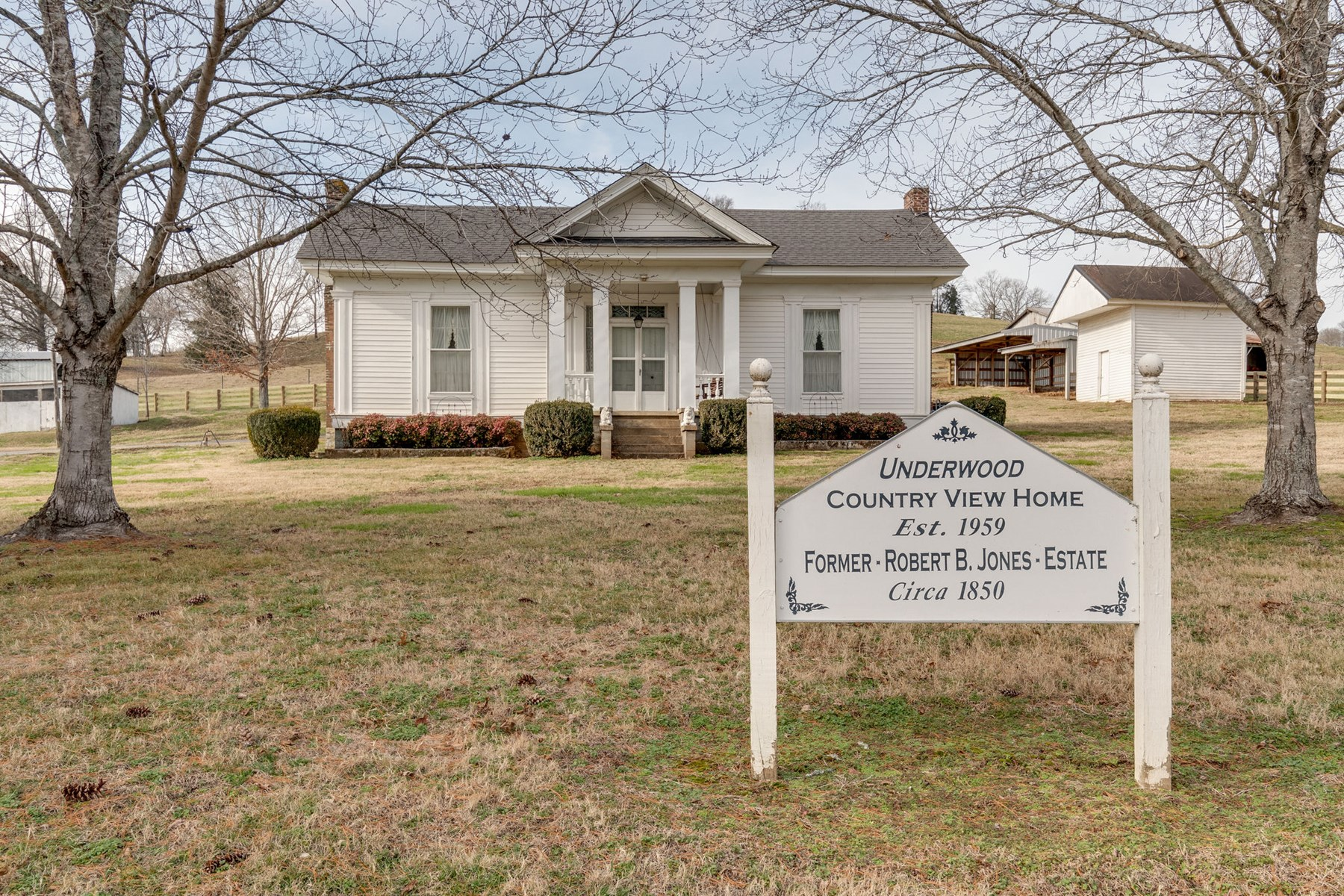 1850's Historic Home for Sale in Lynnville Tennessee