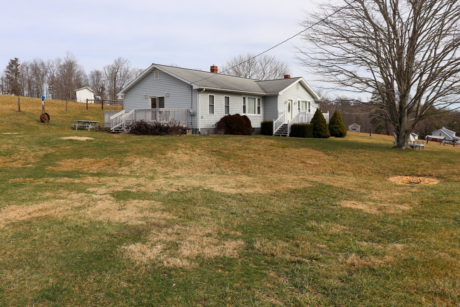 Sweet Ranch Style Country Home with Farm Land for Sale!