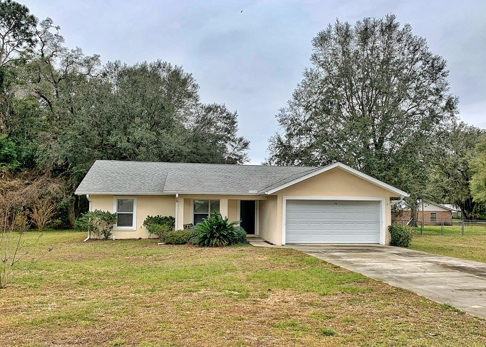 HOME FOR SALE CITY LIMITS OF TRENTON, FLORIDA