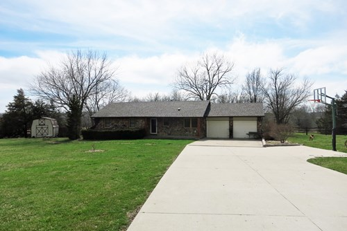 Excellent 3 BR Home on 1.3 Acres on Edge of Bethany MO