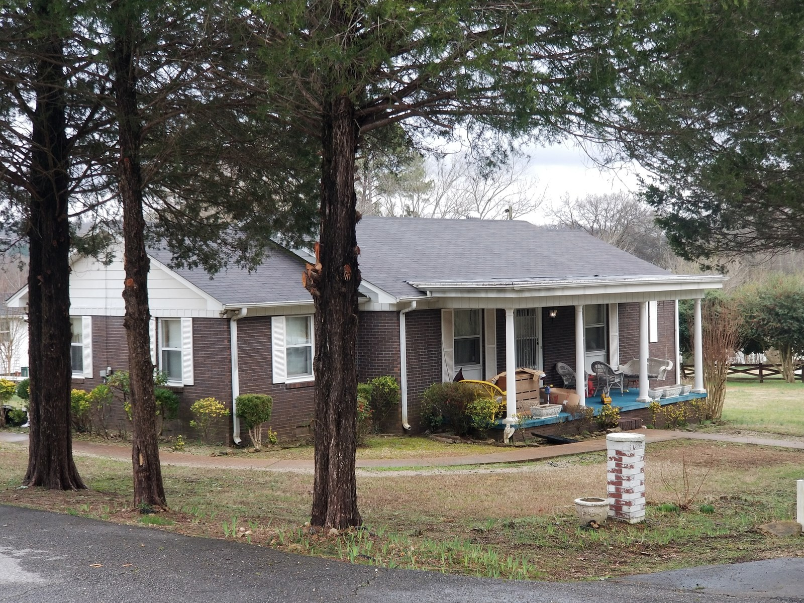 WAYNESBORO TN HOME FOR SALE 3 BEDROOM 1 BATH .5 ACRE CARPORT
