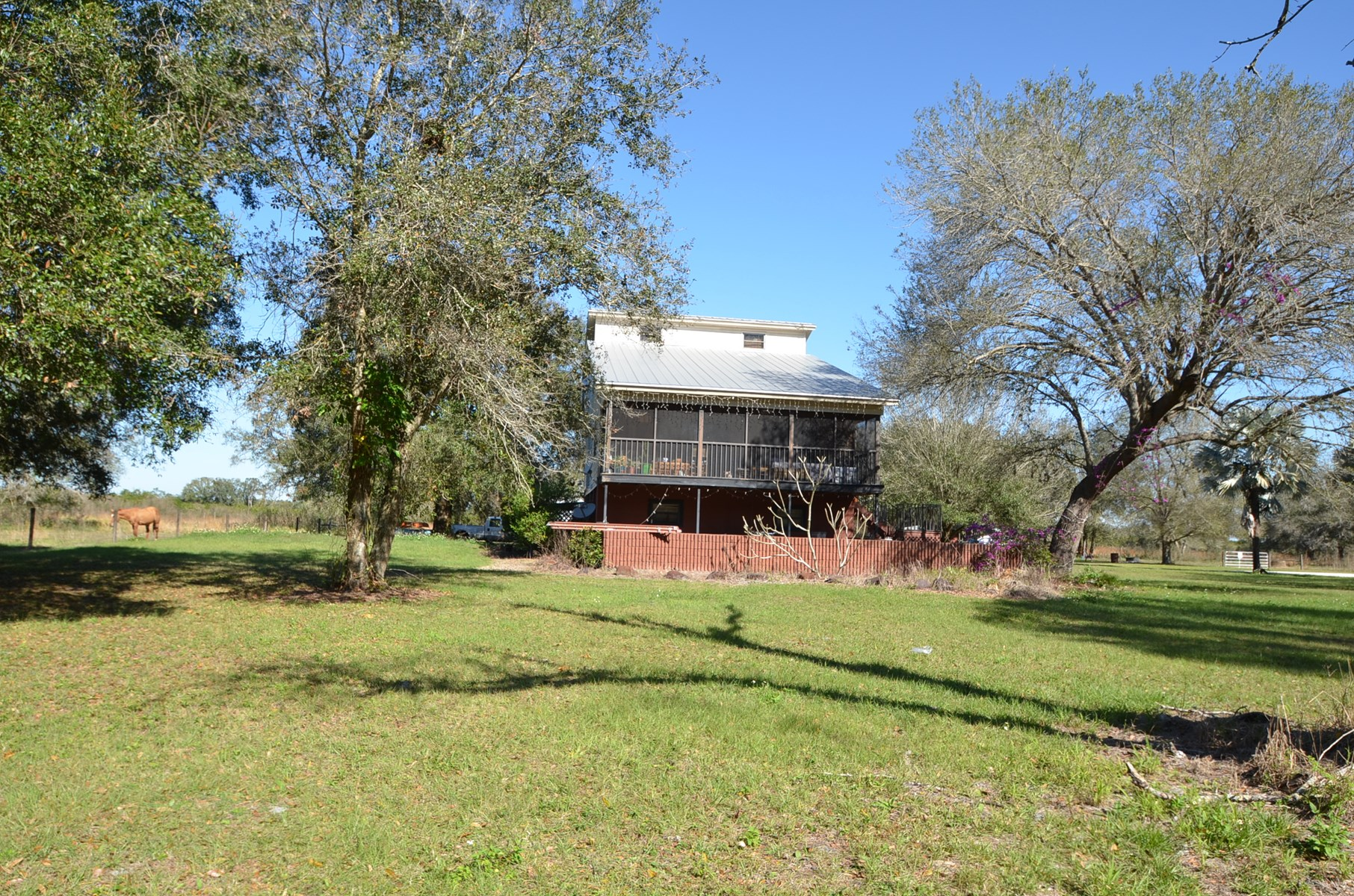 LARGE HOME ON 10 ACRES IN ARCADIA, FL!