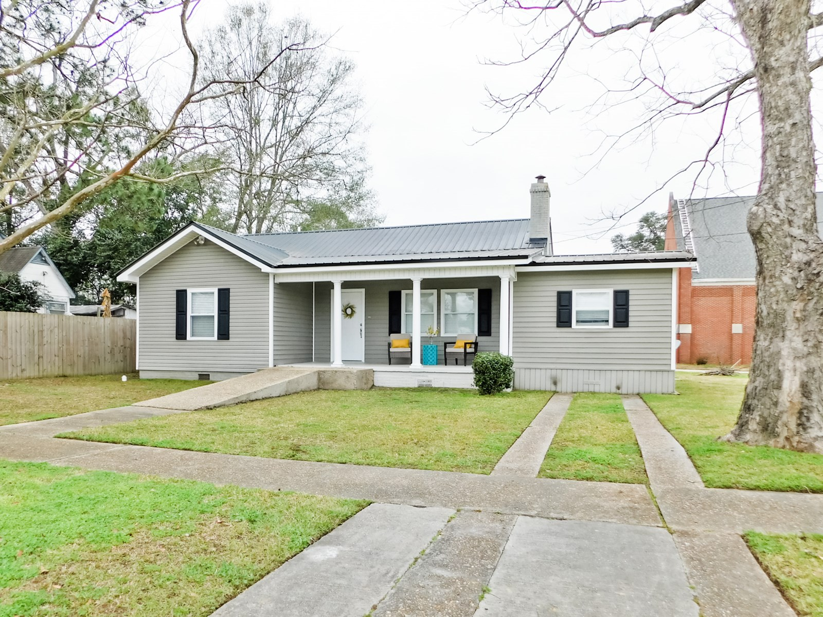 3 bed / 2 bath Home in Town for Sale Geneva, Alabama
