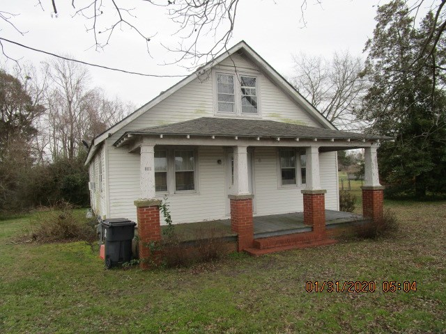 FIXER UPPER HOME IN THE TOWN OF HERTFORD, NC