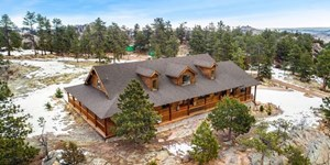 BRING YOUR HORSES TO THIS BEAUTIFUL MOUNTAIN HOME