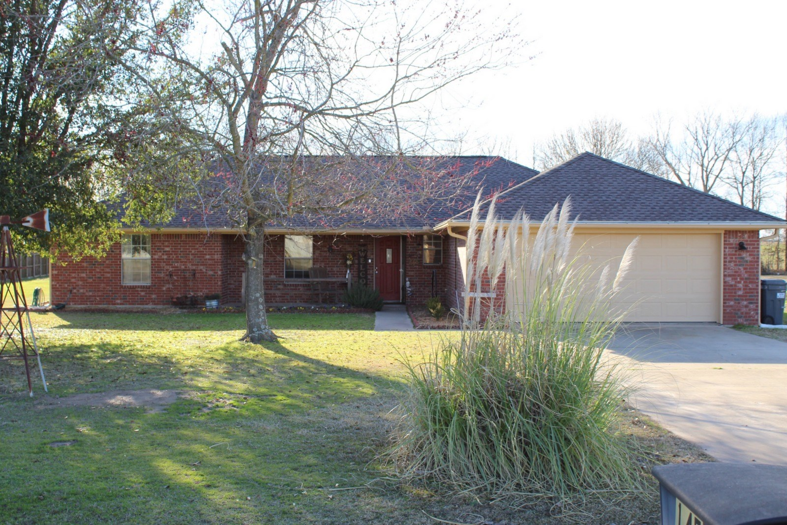 NEAT-AS-A-PIN BRICK HOME ON ALMOST 2 ACRES WINNSBORO, TEXAS