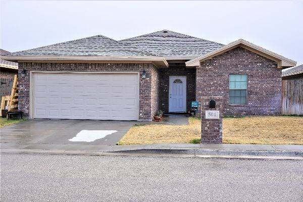 NEWER BRICK HOUSE FOR SALE MONAHANS, TX