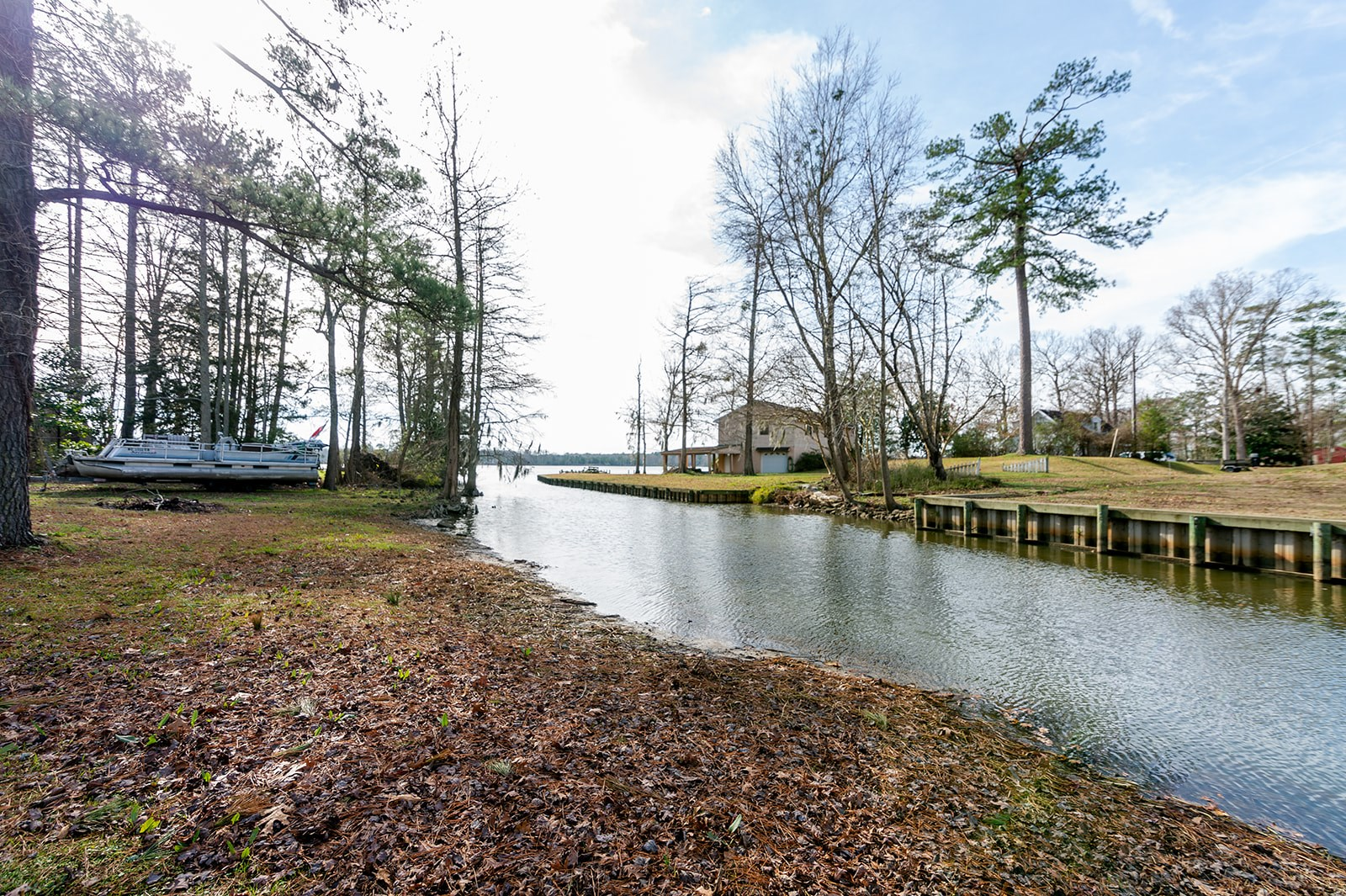 Canal Front home located in Hertford North Carolina