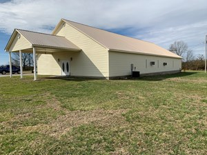 COMMERCIAL BUILDING WITH HWY FRONTAGE FOR SALE IN LORETTO TN