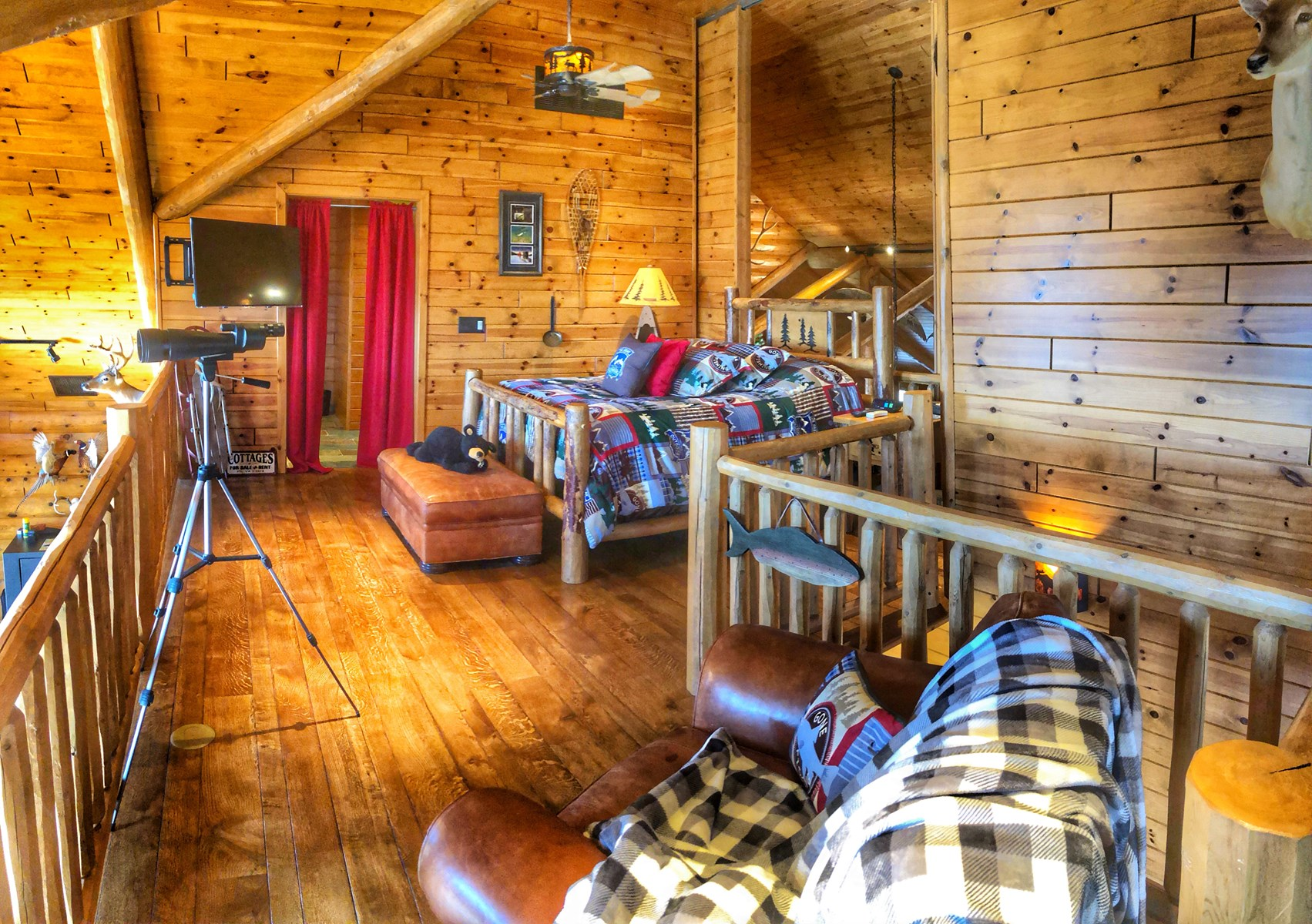 Log Home with Trophy Whitetail Hunting