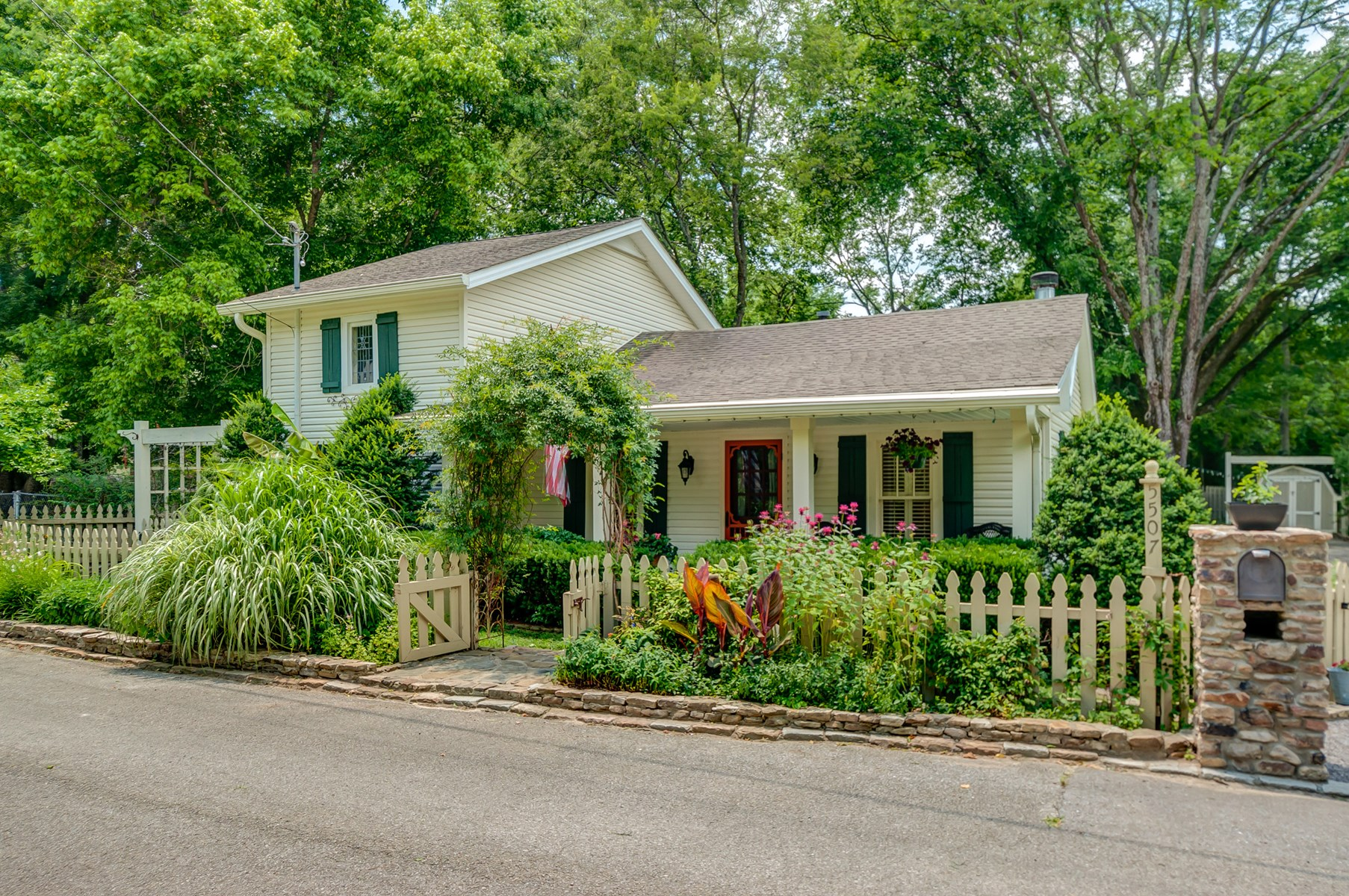 Charming Home located in the heart of Leipers Fork TN