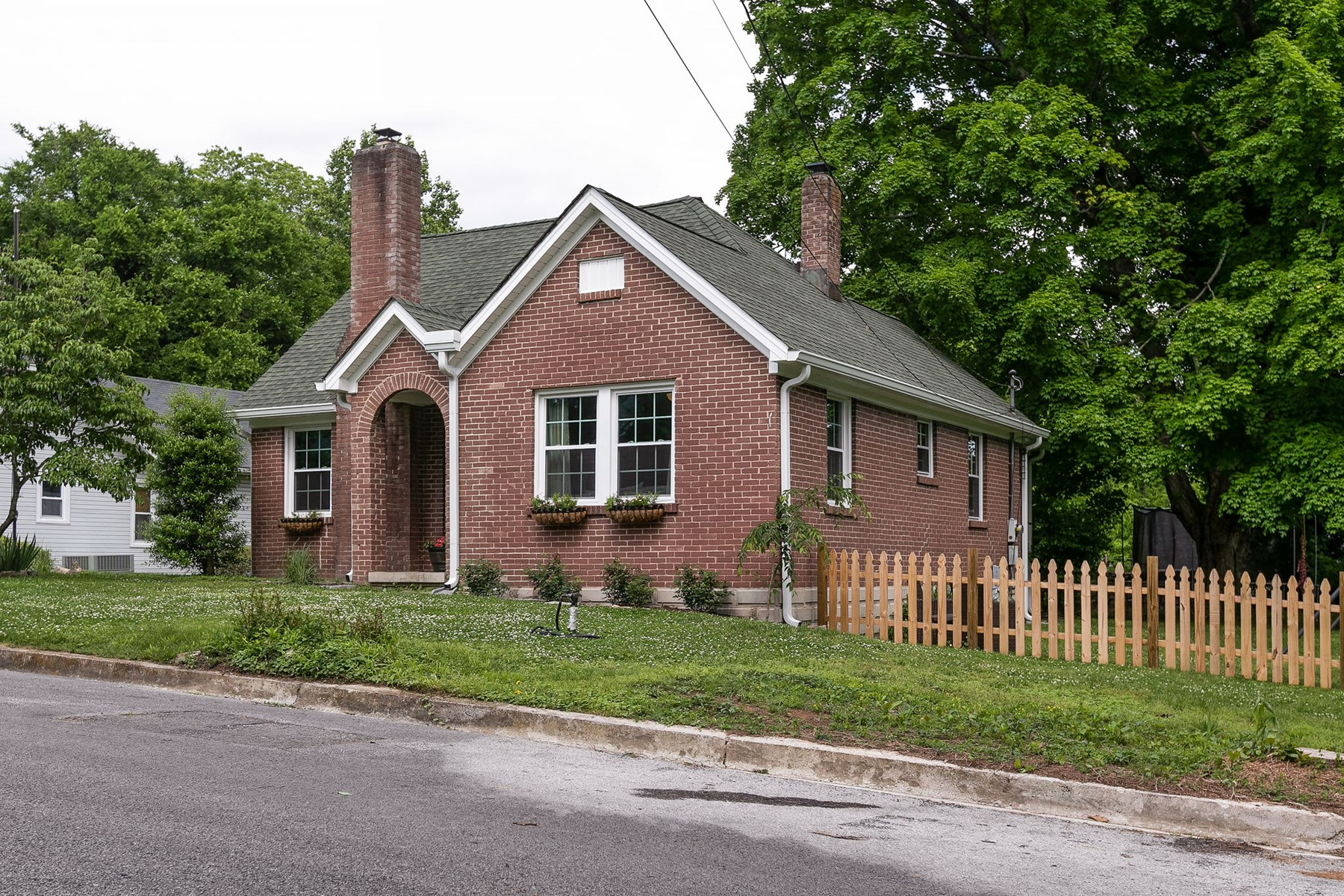 All Brick Cottage Home for Sale, in Columbia, Tennessee