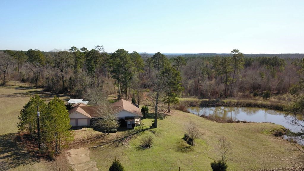 EAST TX RANCH FOR SALE WITH LAKE IN PALESTINE TX | HAY FARM