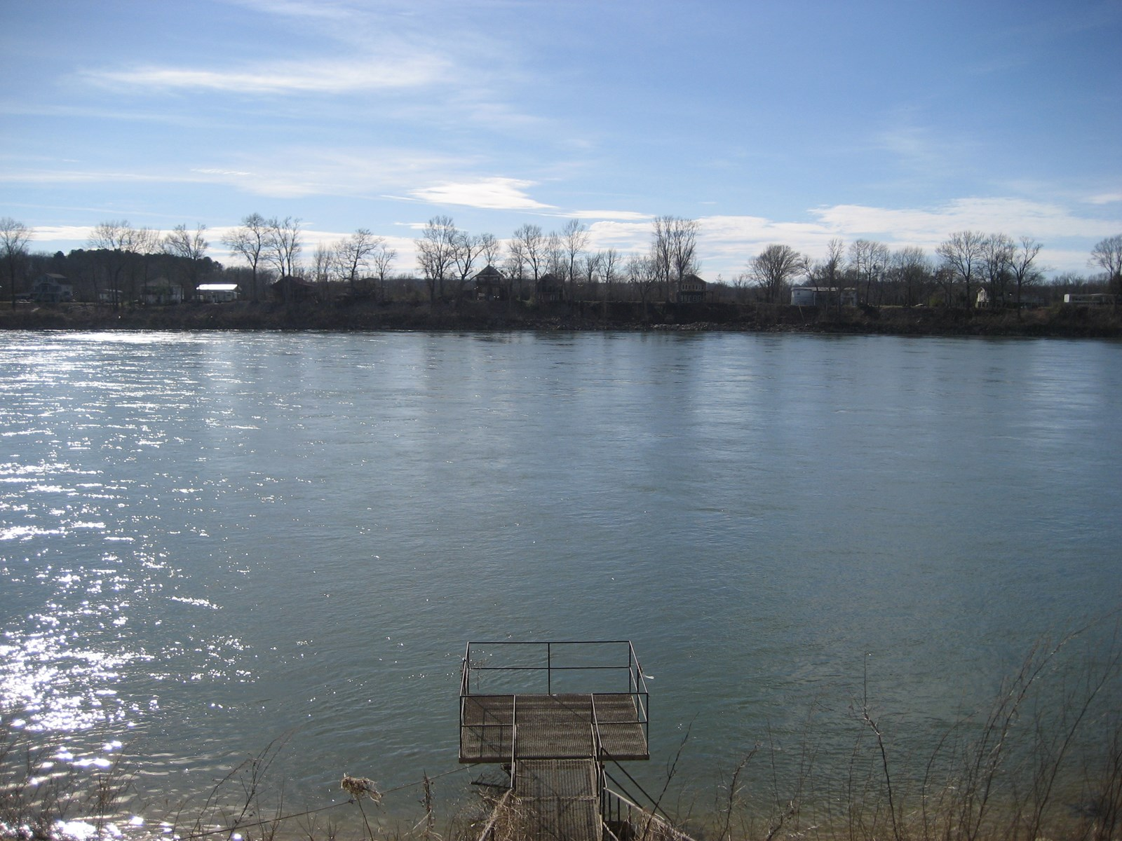 WATERFRONT LAND ON THE TN RIVER – RIVER LOT WITH UTILITIES
