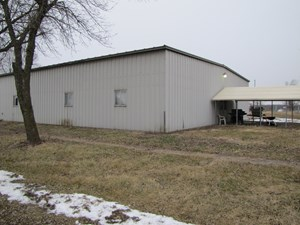 COMMERCIAL BUILDING, POTENTIAL HUNTING LODGE