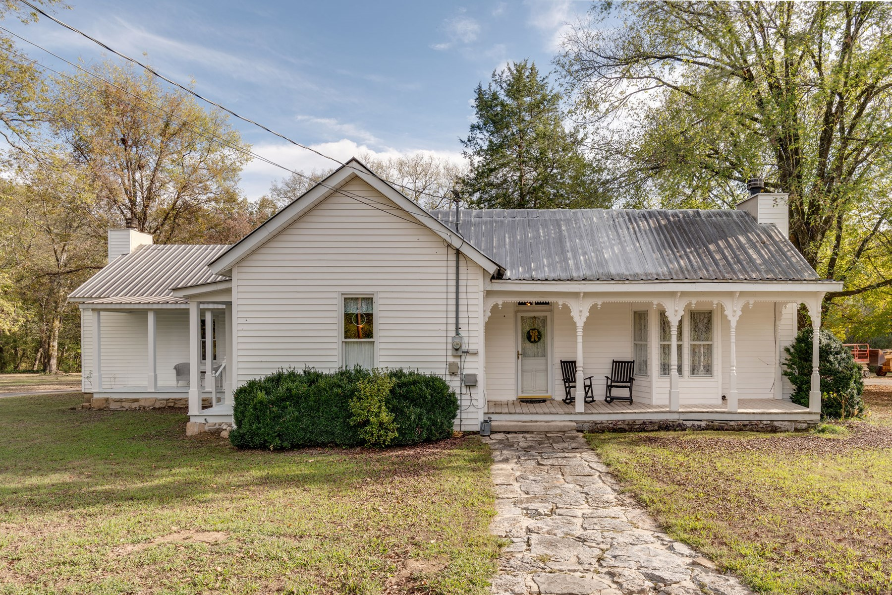 Fully Restored Farmhouse for Sale in Columbia, Tennessee
