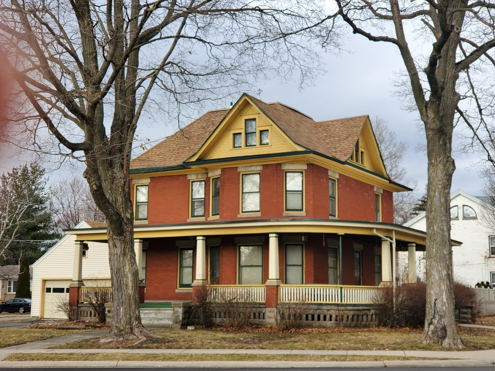 Beautiful Historic Home With Hardwood Floors
