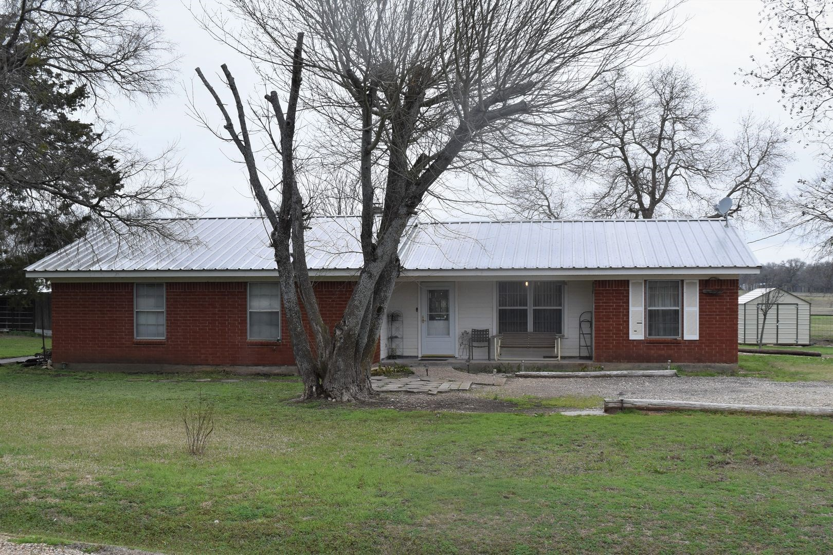 Country Home on acreage, For Sale West,TX Mclennan County