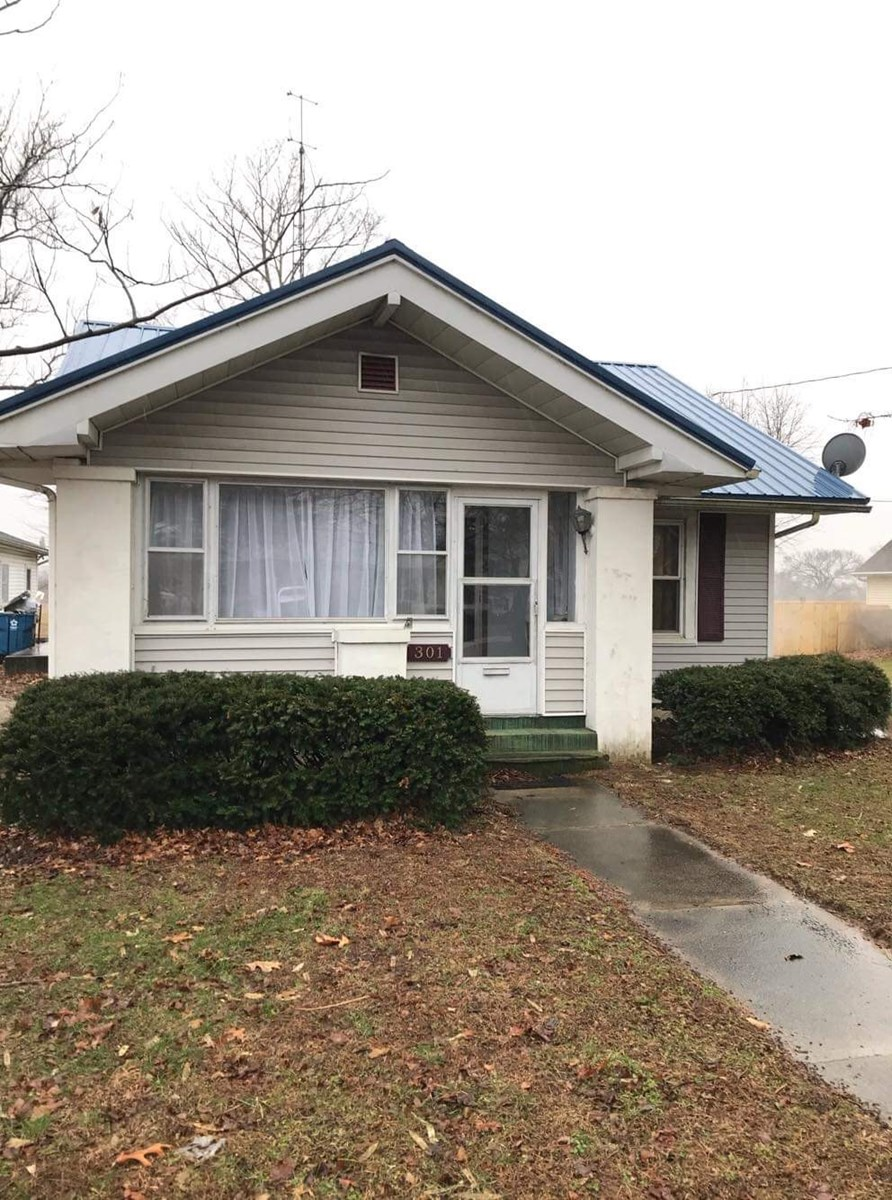 Move in Ready, 2 Bedroom, 1 Bath Palestine, IL