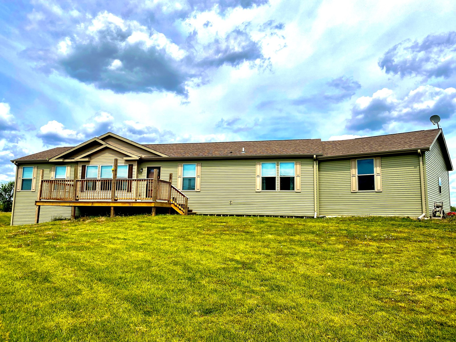 Mercer County Country Home on 5 Acres