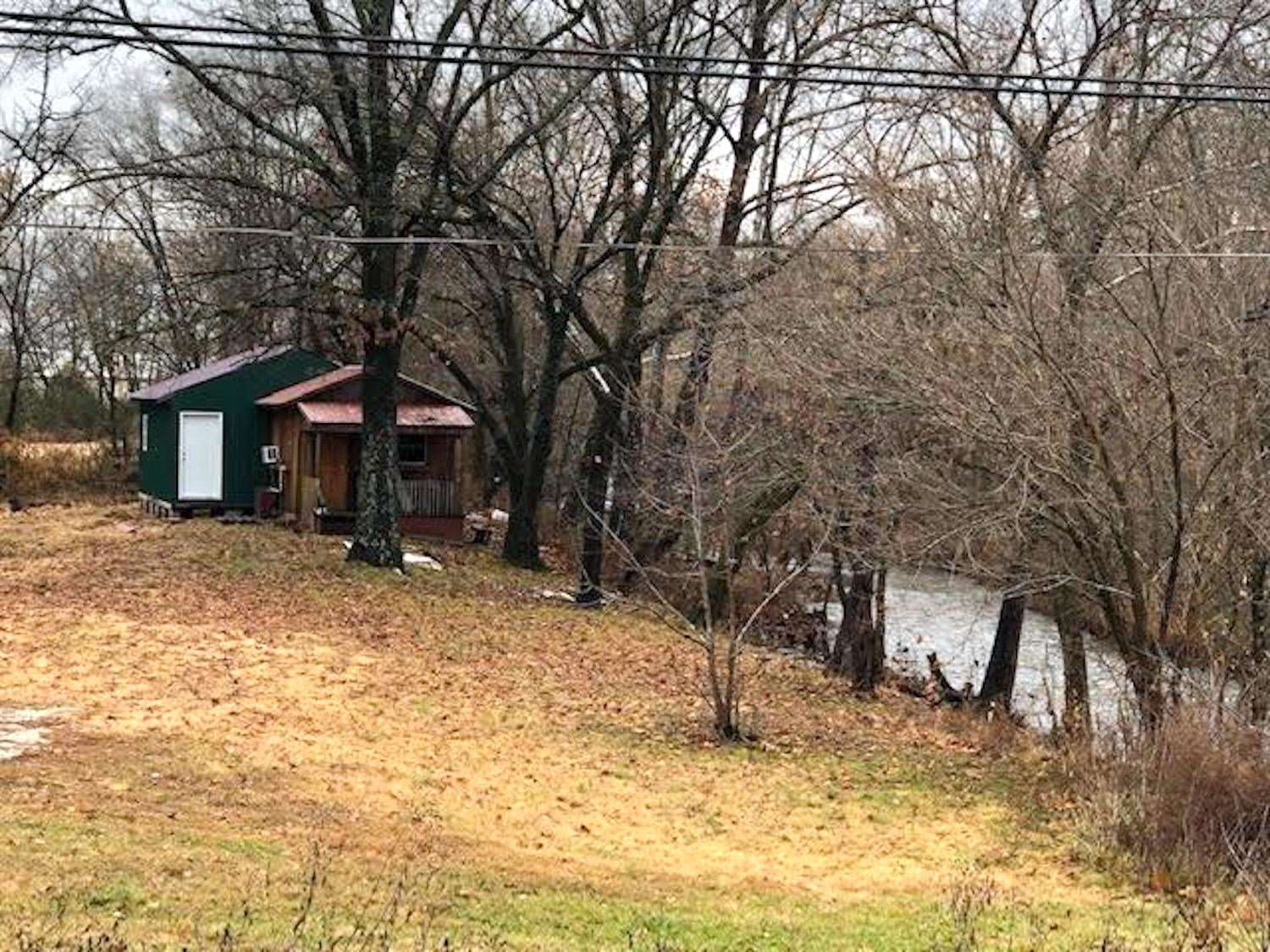 Cabin For Sale in Alton, MO