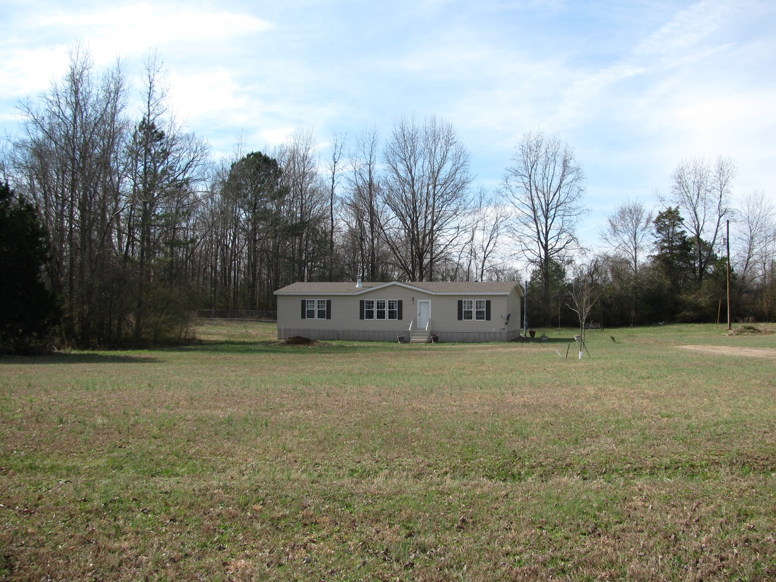 3 BEDROOM HOME IN TN FOR SALE ON 2 ACRES, STORAGE BUILDING