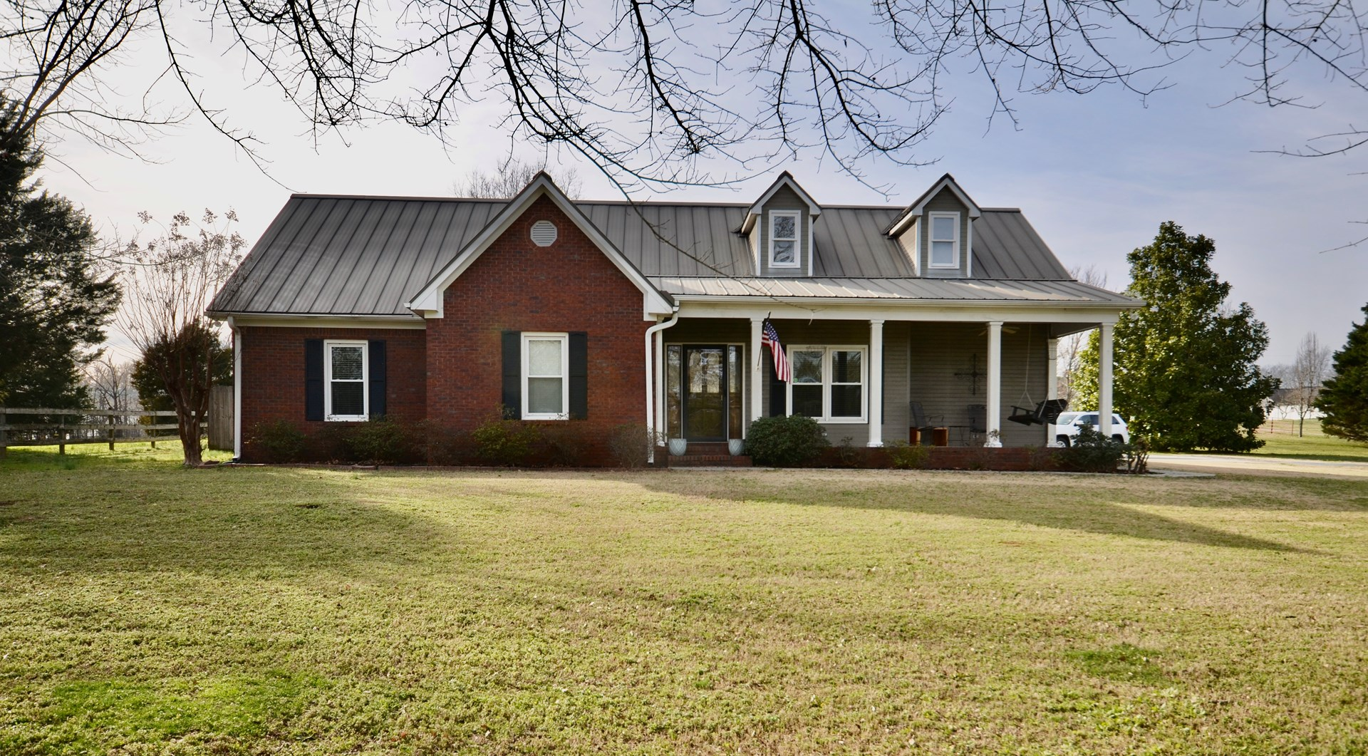 Home, 4.5 Acres, Barn AND A Pool!