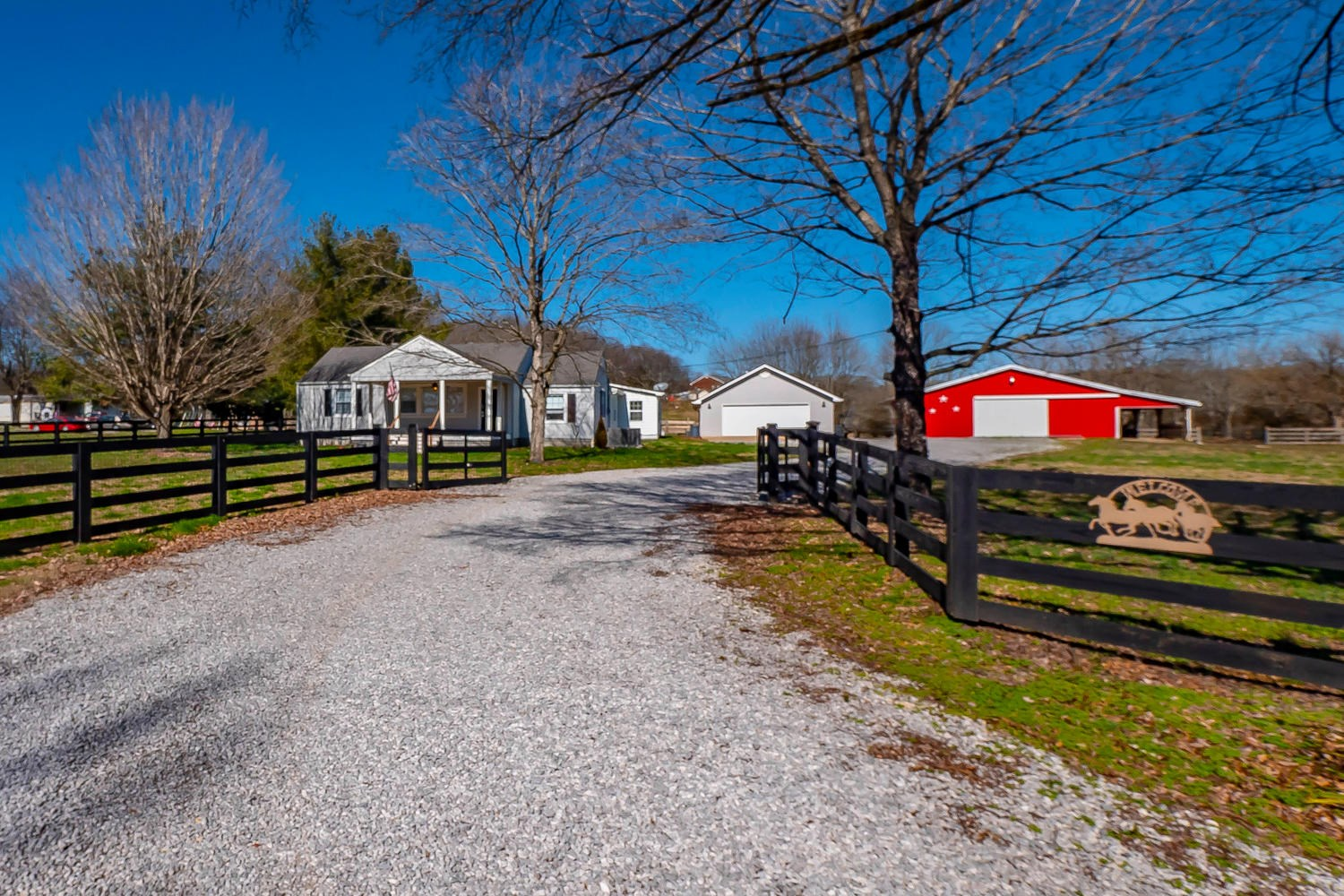 Mini Farm with Amazing 4 Stall Barn in Perfect Location