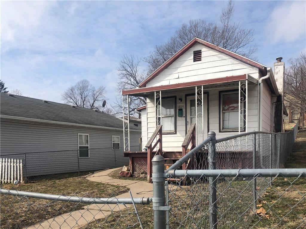 2 Bed, 1 Bath Home in Town w/ Fenced-in Yard