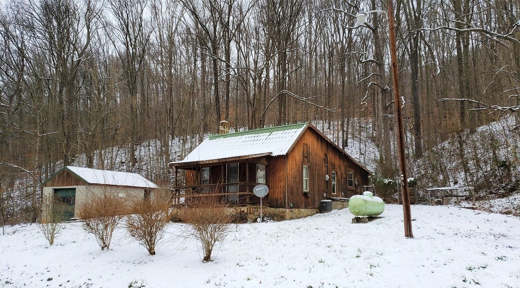 Country Cabin, home with garage 4 acres in Adams County Ohio