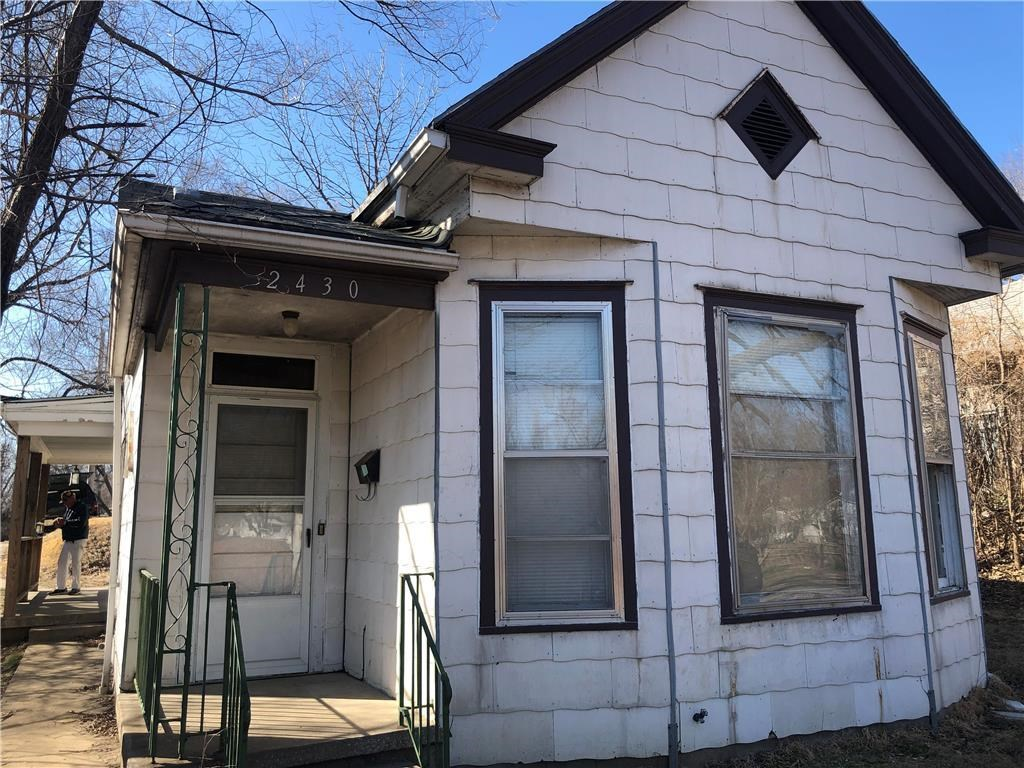 2 Bed, 1 Bath Solid Home on Corner lot, Good Investment