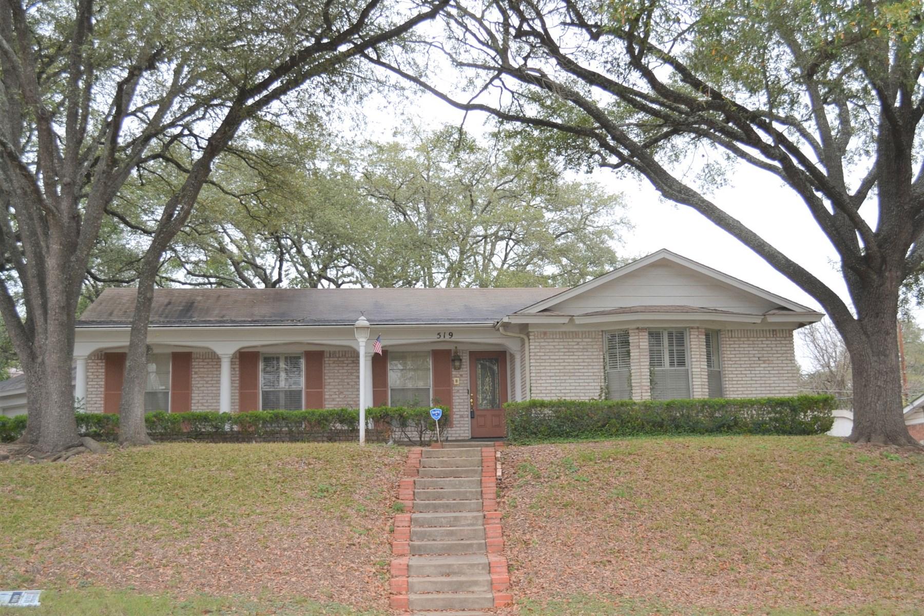Stately Home Inside Loop 410 in San Antonio, Texas