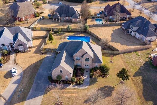 5 Bedroom home with swimming pool in Northwest Jackson, TN