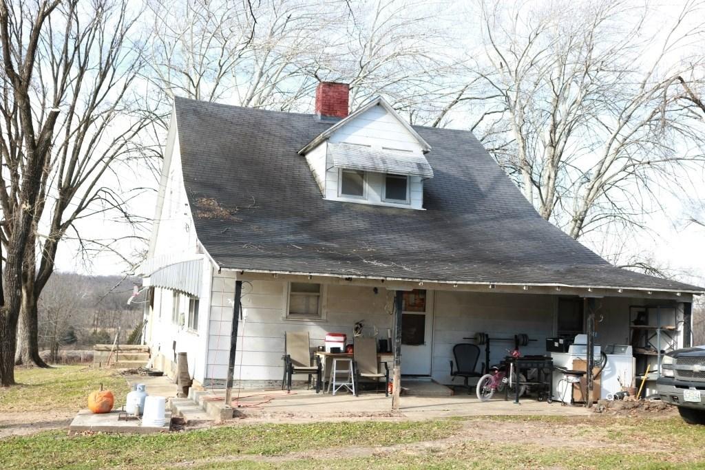 2 Bed, 1 Bath Farm House on Acreage in Morgan County MO