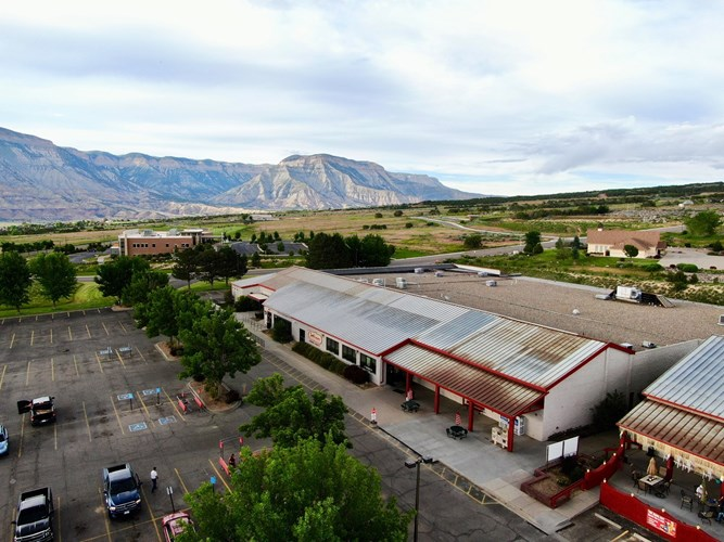 Western Colorado commercial center with grocery store tenant