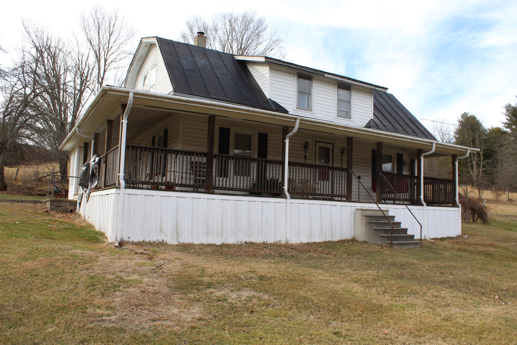 1.5 STORY HOME WITH 40.5 ACRES IN FLOYD COUNTY, VIRGINIA