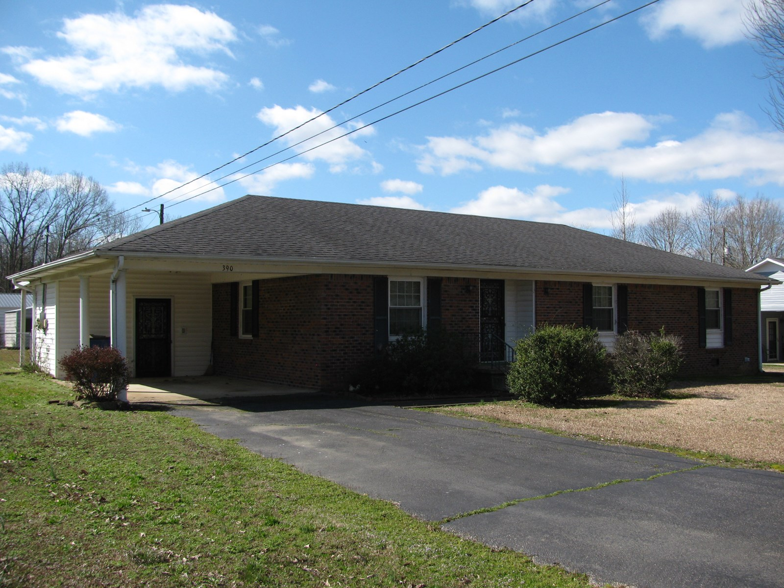 BRICK HOME IN SAVANNAH, TN FOR SALE. HOME IN TOWN
