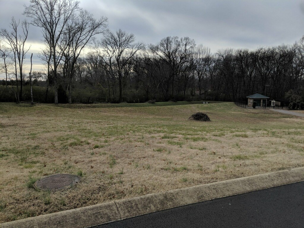 1.01 Acre Residential Lot for Sale in, Columbia, Tennessee