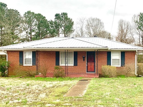 All Brick Home w/ Large Lot for Sale in Hohenwald, Tennessee
