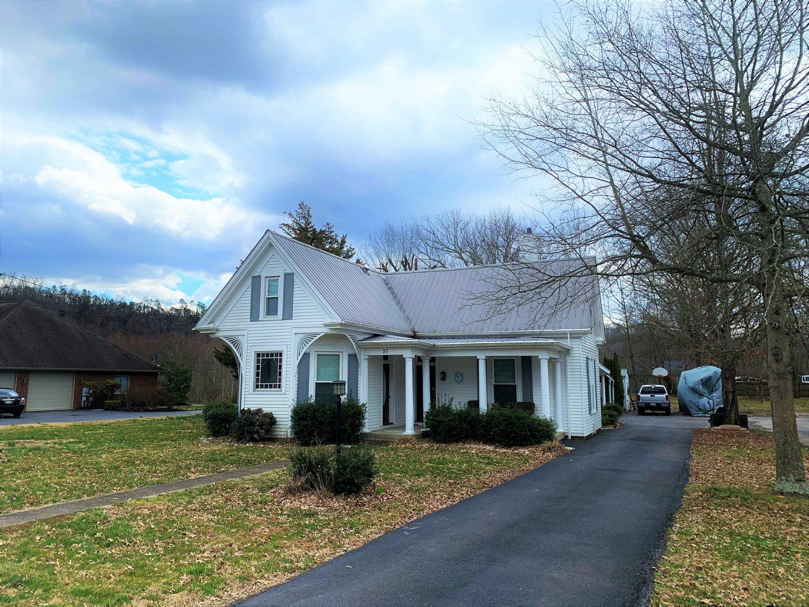 REMODELED HISTORICAL HOME IN TOWN - LIBERTY KENTUCKY